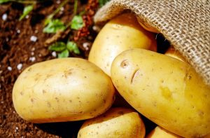 potatoes-1585060_640